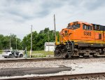 BNSF 5389 passes some of the BSMRM crew
