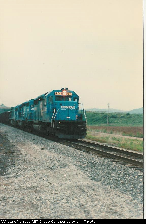 CR 6366 leads an empty train south under US 33