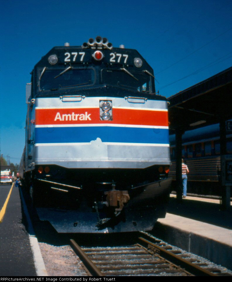 Amtrak 277 on the southbound Hilltopper at the station