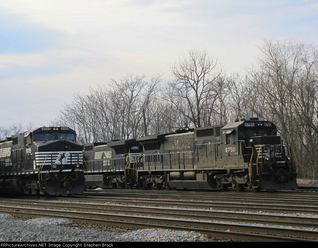 NS 9099 arriving with the V92 from Harrisonburg, VA