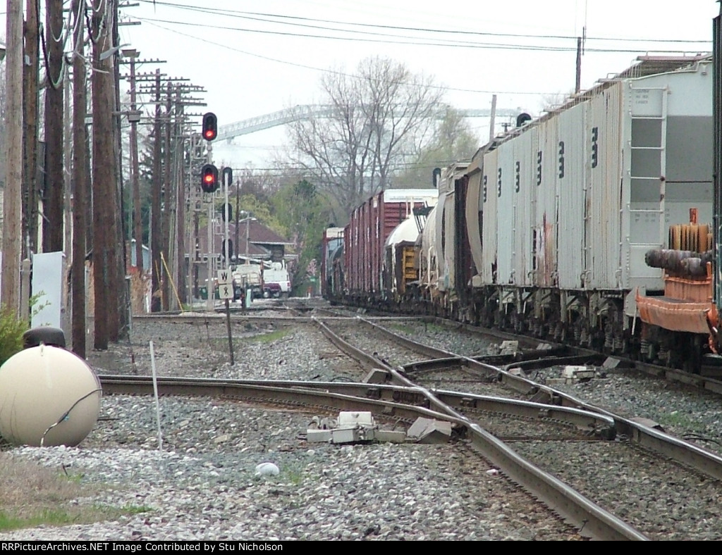 CSX eastbound rumbles across the multiple diamonds at Fostoria OH