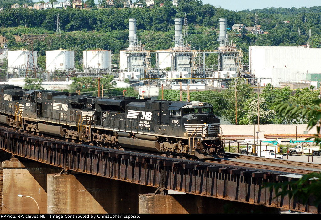 NS SD70M-2 2705 leads 21Q across the OC Bridge