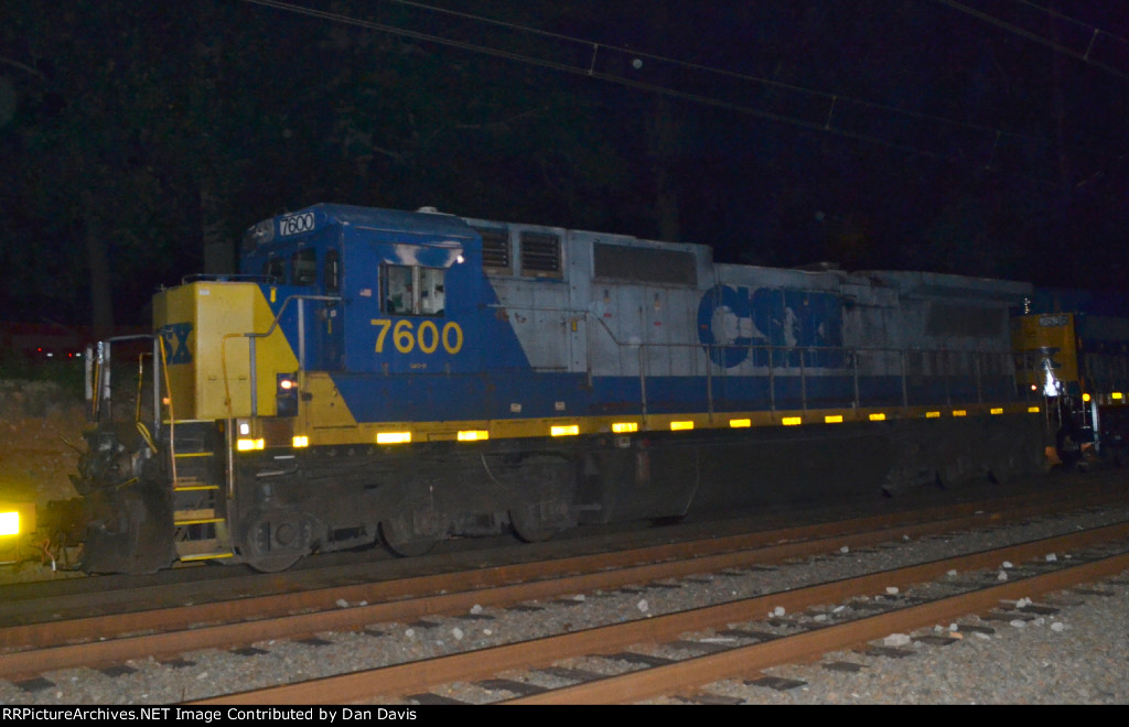 CSX C40-8 7600 trails CSX C40-8 7536 on Q301-12, again...