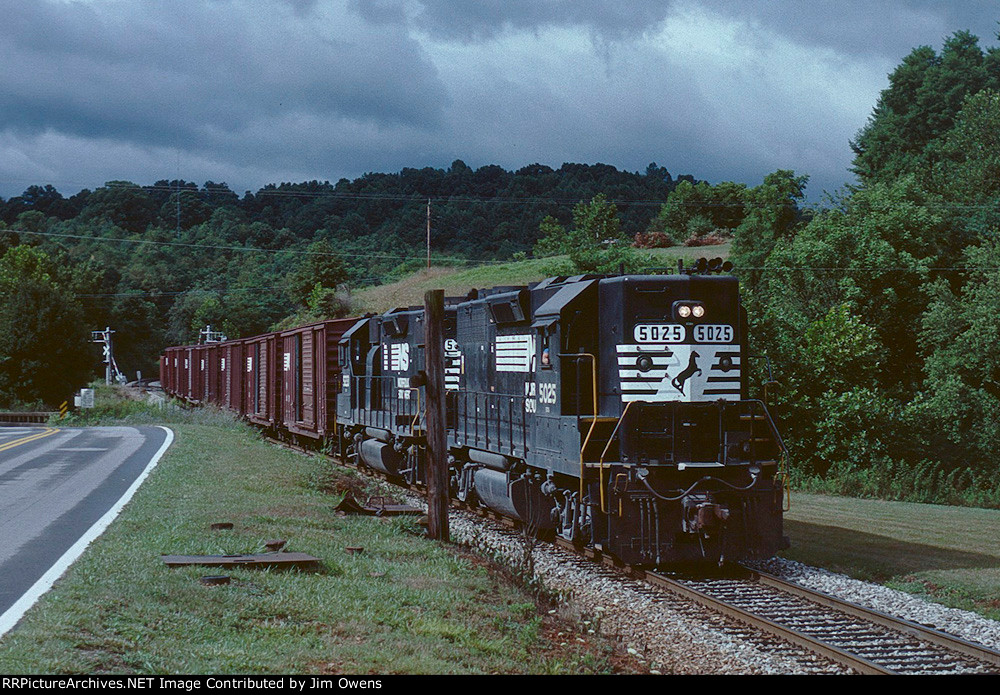 Showpicture together with 587253 together with 3218088 besides 562572 in addition Waynesville. on waynesville nc