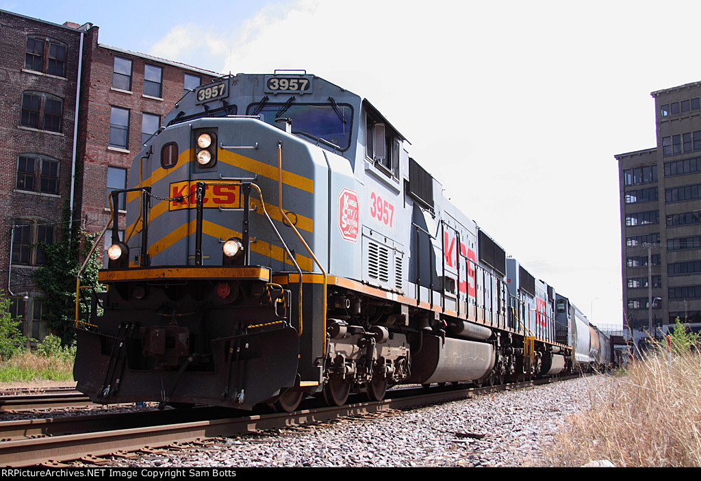 Locomotives: KCS 3957(SD70MAC)